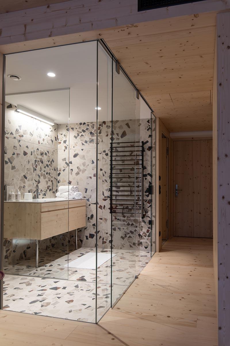 Glory Mari bathroom