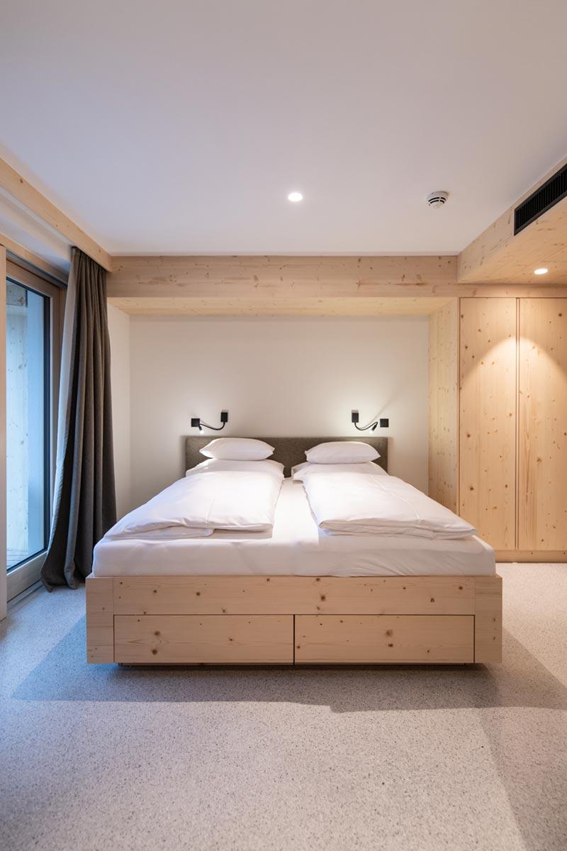 Bright Mari bed