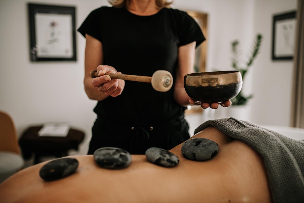 Massage mit Klangschale