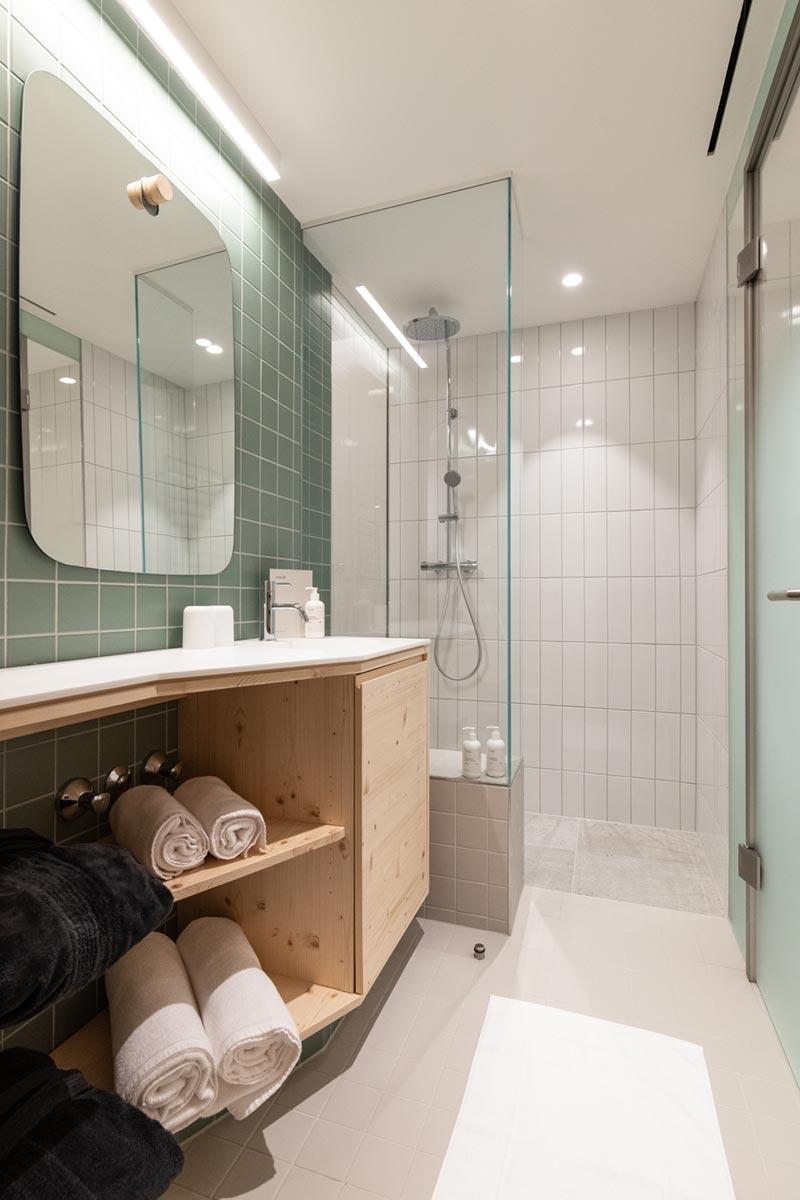 Lovely Mari bathroom